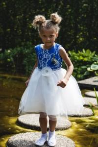miracle op de bruiloft van haar mama en papa.. ondeugend doen