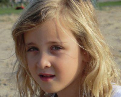 Nina close up - stoer (voor : zijkant )